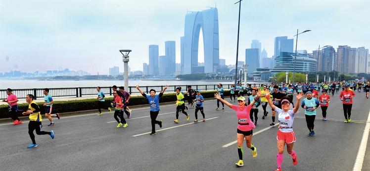 苏州半程马拉松赛_2018苏州环金鸡湖国际半程马拉松跑马套餐-CHINARUN玩比赛