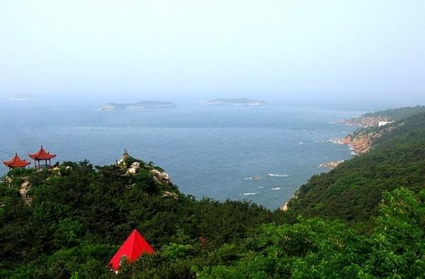 大连海滨风景区东西滨海路的要冲,而且是老虎滩景区西部和邻近的燕窝